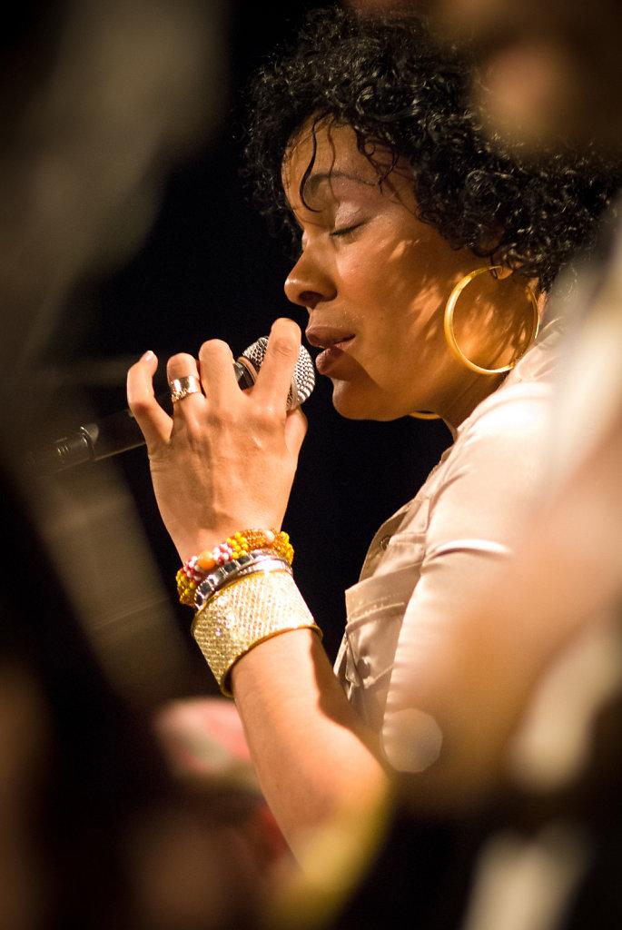 Singer-1.jpg